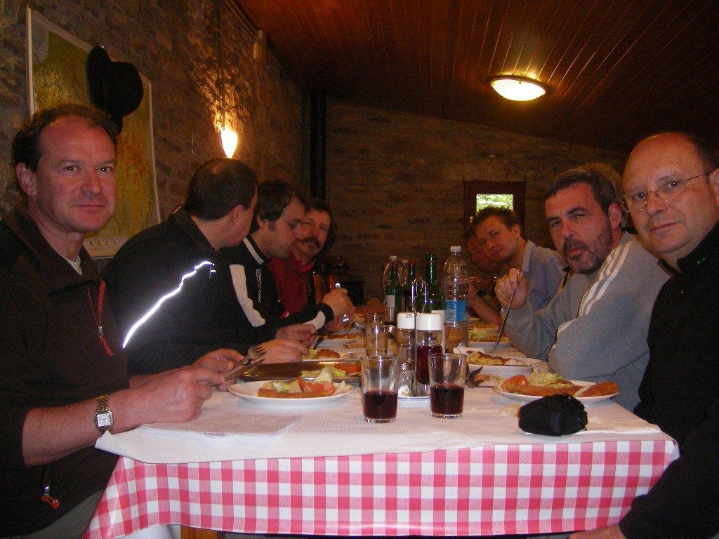Comida comunitaria en Ruesta
