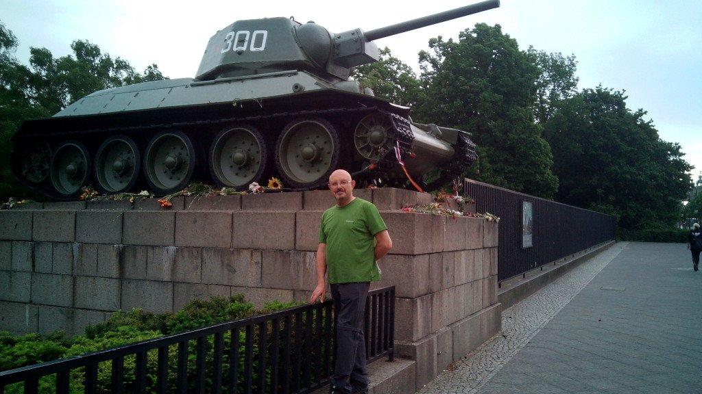 Aunque pongan en el puente cañones de artillería. Berlin