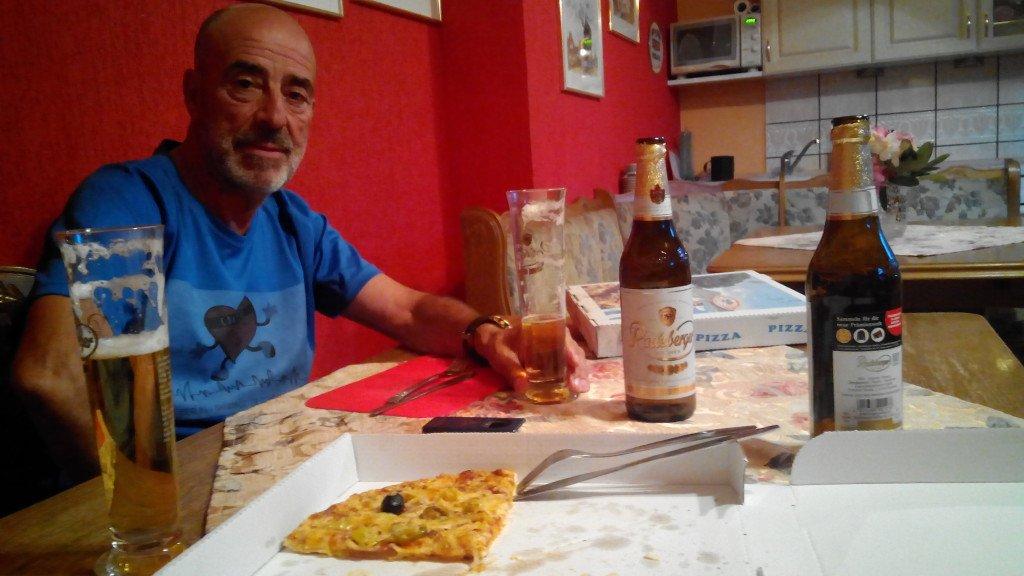 Salvador, las cervezas y un cuarto de pizza