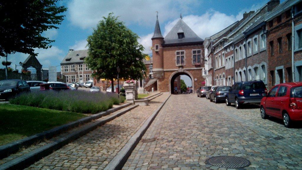 Ayuntamiento y puerta ciudad