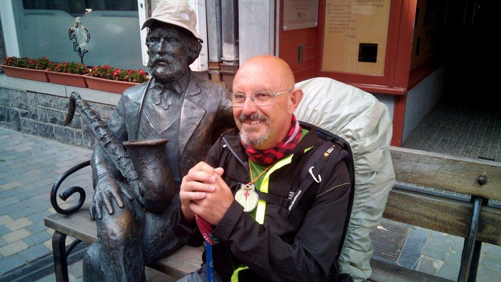 Adolphe Sax y un servidor, en Dinant