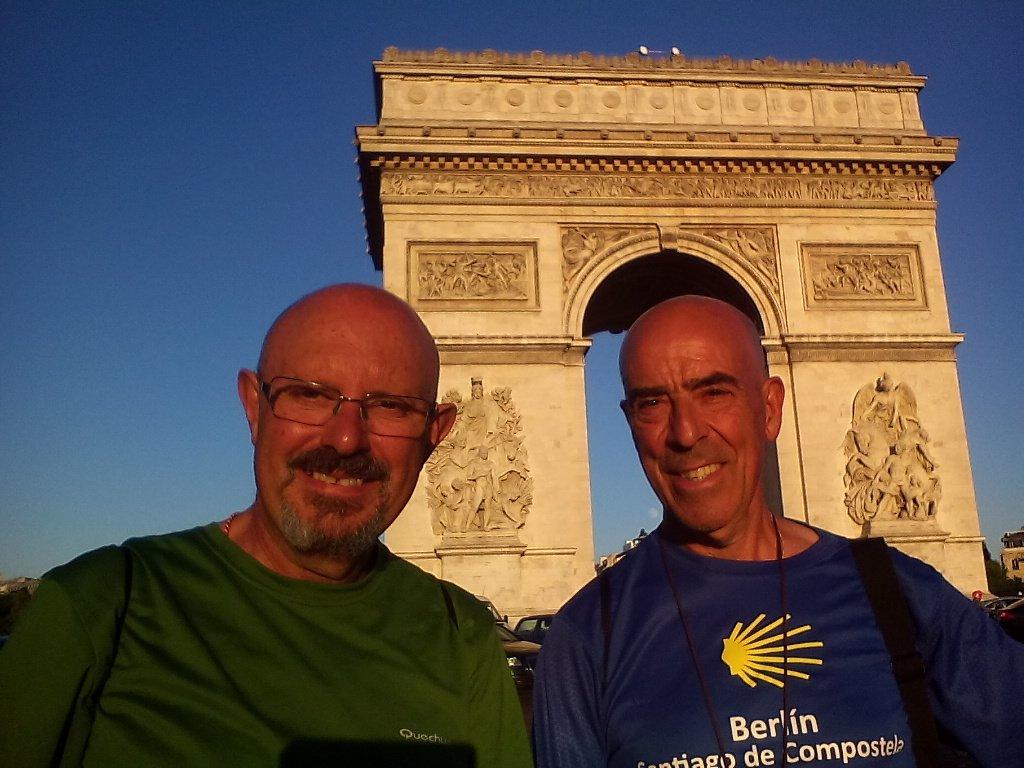 En el Arco del Triunfo, París