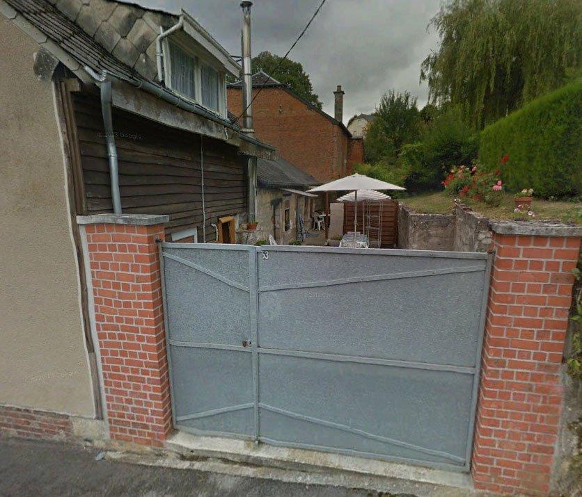 Yo diría que es esta casa. Encontrada con Google Earth