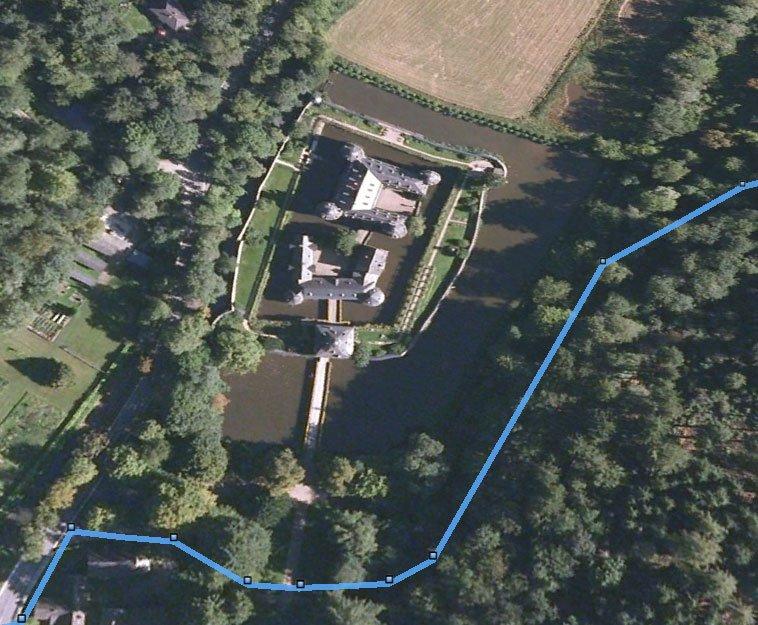 El camino y el Castillo de Crottorf
