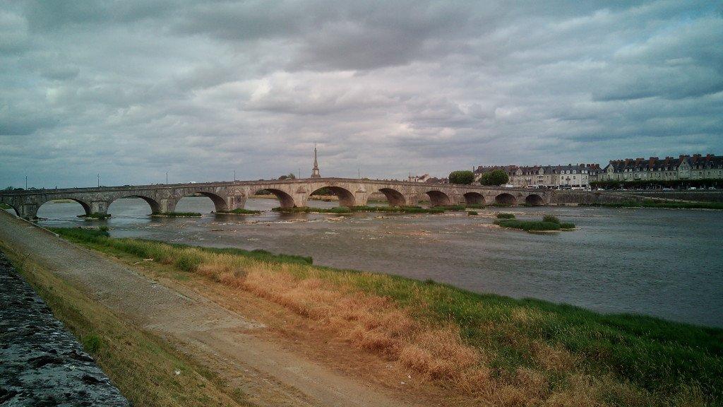 Puente sobre el Loira en Blois