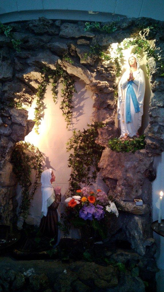 En el interior de la iglesia de Dangé