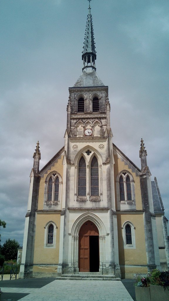 Iglesia de San Pedro en Dangé Saint Romain