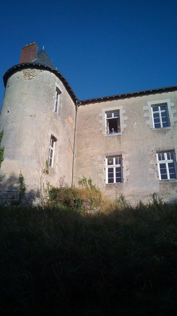 El castillo, y Salva en la ventana