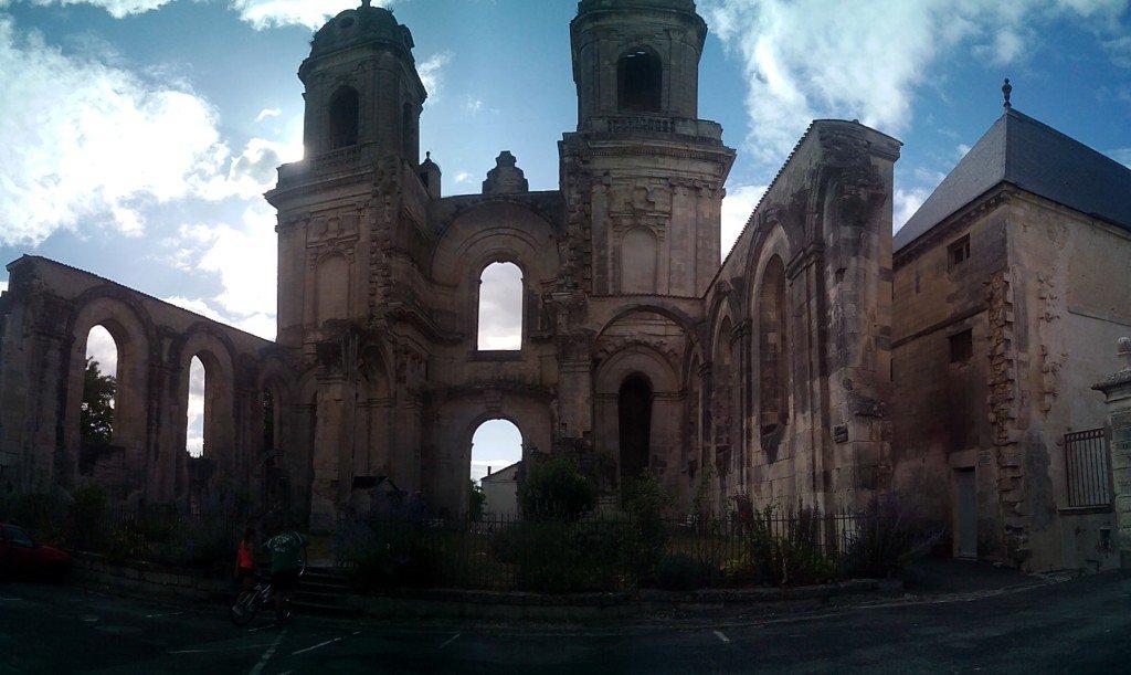 Torres e iglesia inacabada de Saint Jean d'Angély