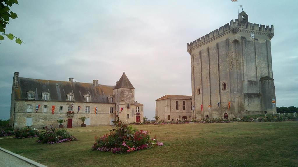 Château y Hotel de la Ville de Pons