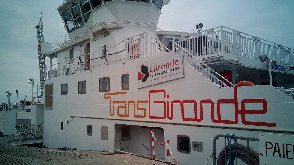El transbordador TransGironde, que nos llevará a la otra orilla del Garona