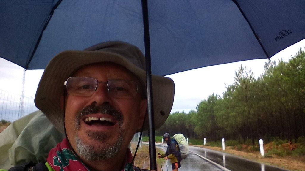 Antes del chaparrón, aún cantaba bajo la lluvia