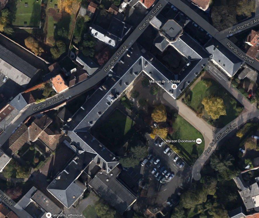 Vista aérea del edificio de la Casa Diocesana de La Trinidad