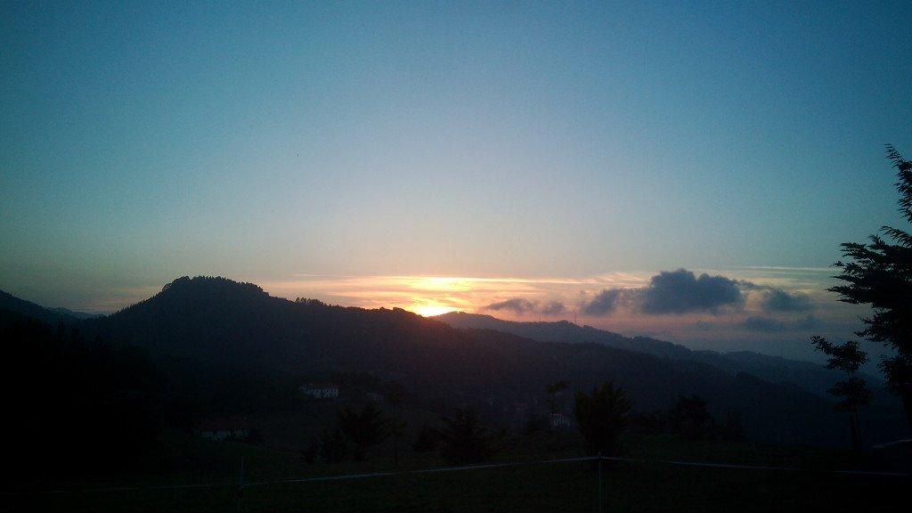 La puesta del sol en Motriku