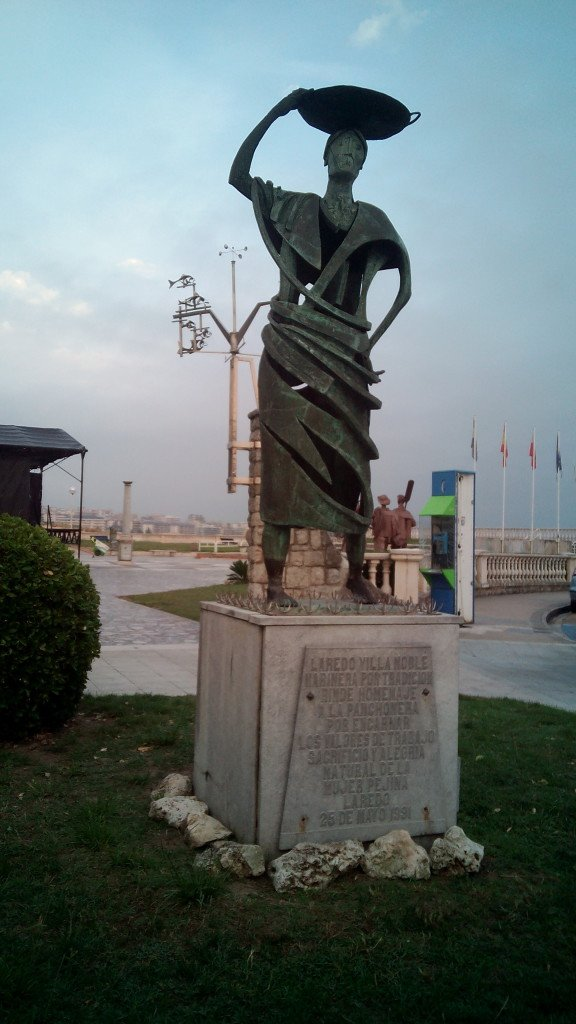 Monumento a las panchoneras de Laredo