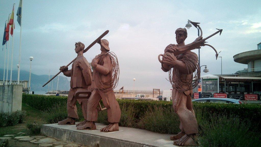 Monumento a los pescadores al atardecer, Laredo