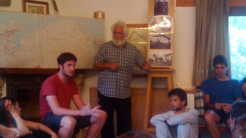 Ernesto nos explica la historia del albergue