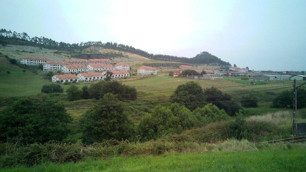 "Urbanización ""pillada"" por la crisis. Casas vacías"