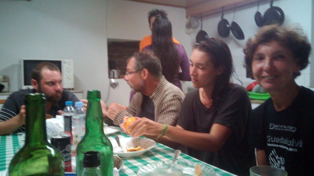 En la cena, con Montse en Piñeres de Pria