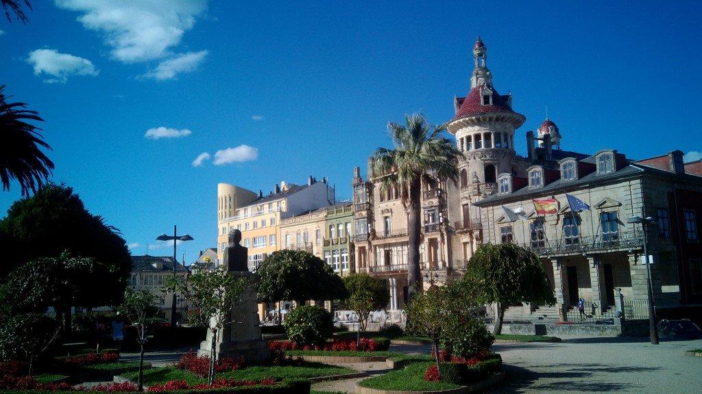Biblioteca y ayuntamiento de Ribadeo