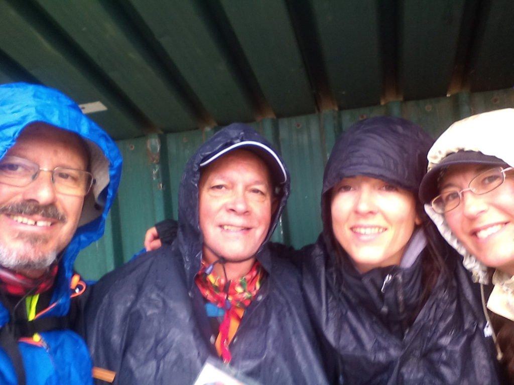 Buena compañía bajo la lluvia