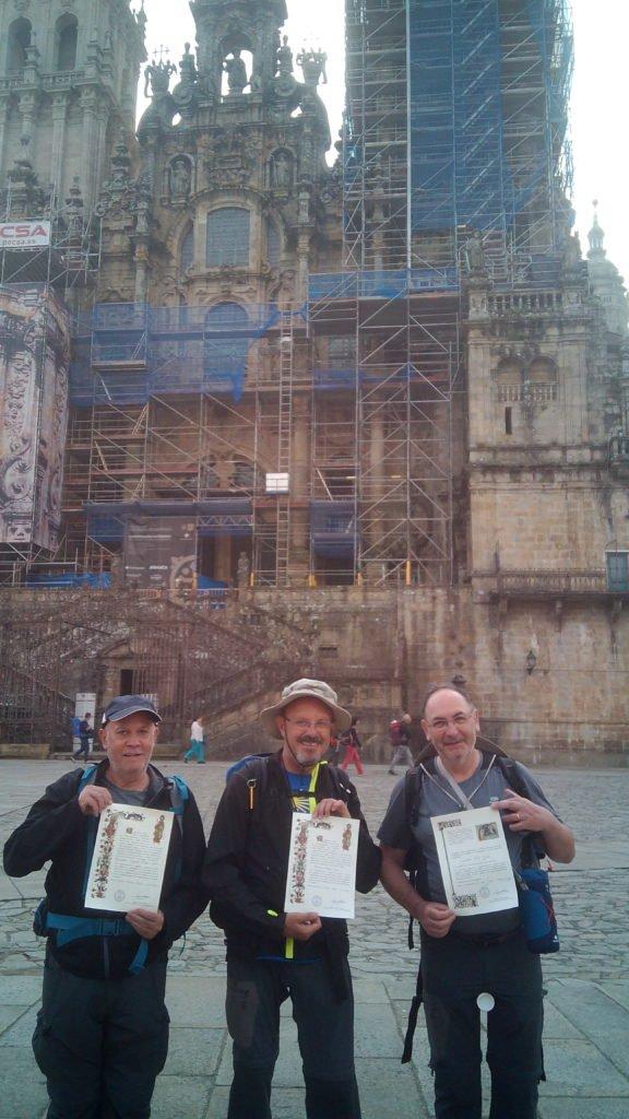 """Contentos con el """"diploma"""". Santiago de Compostela"""