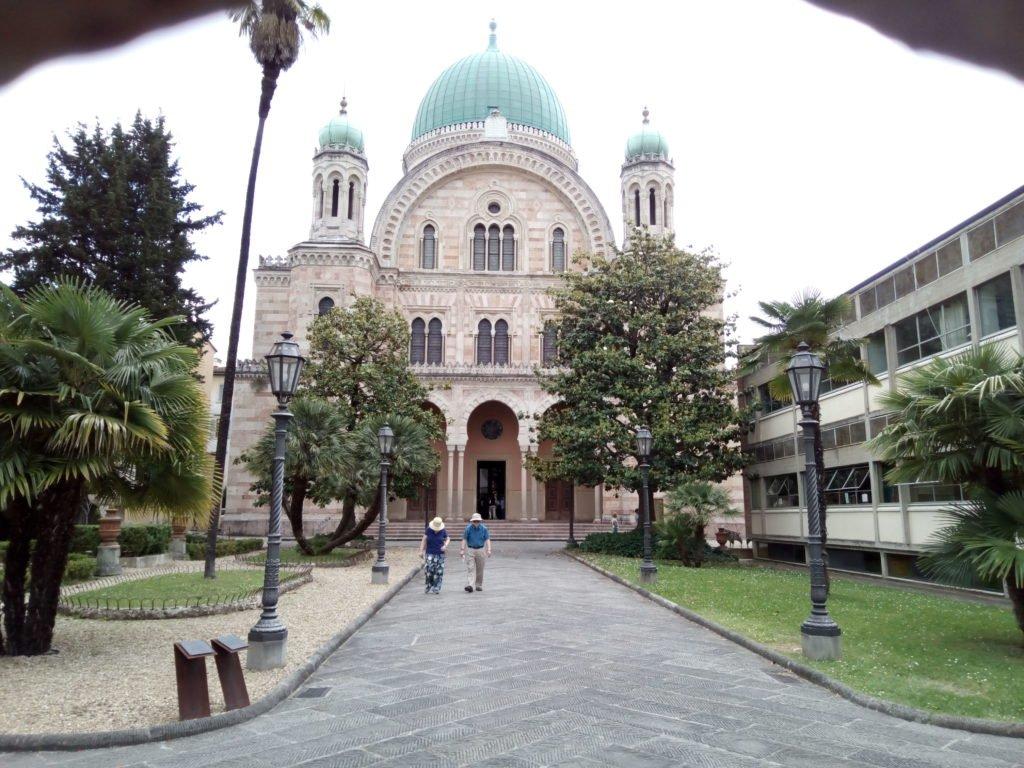 Sinagoga, desde la valla