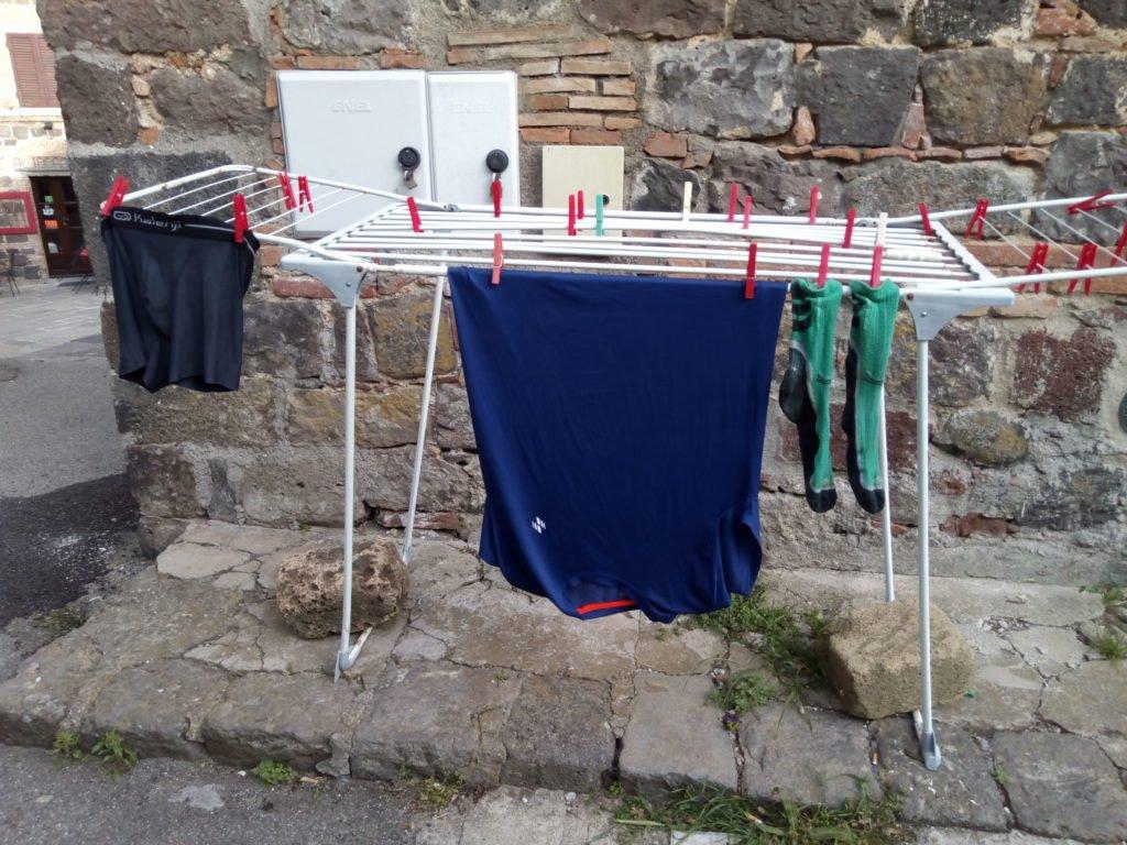 La ropa de la etapa, puesta a secar