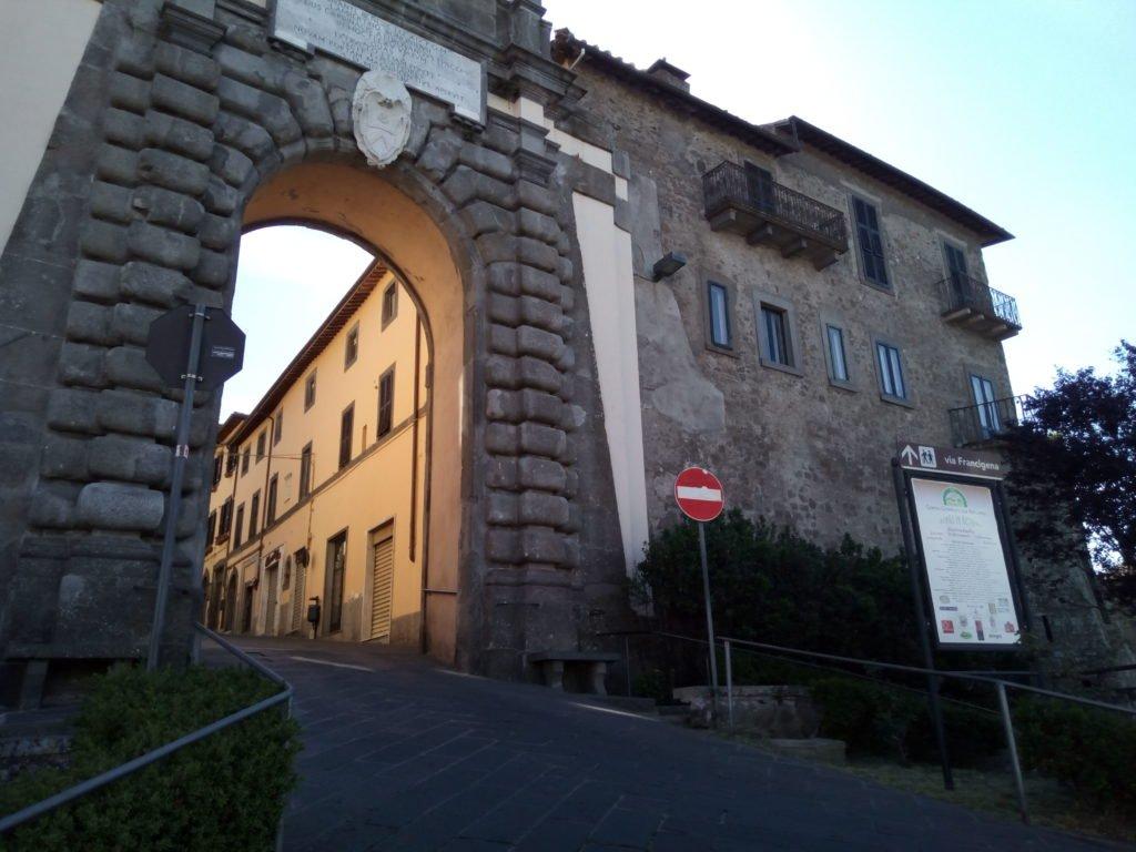 Puerta de entrada a Montefiascone