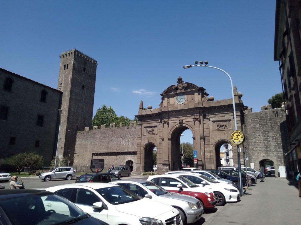 Una de las puertas de la muralla de Viterbo