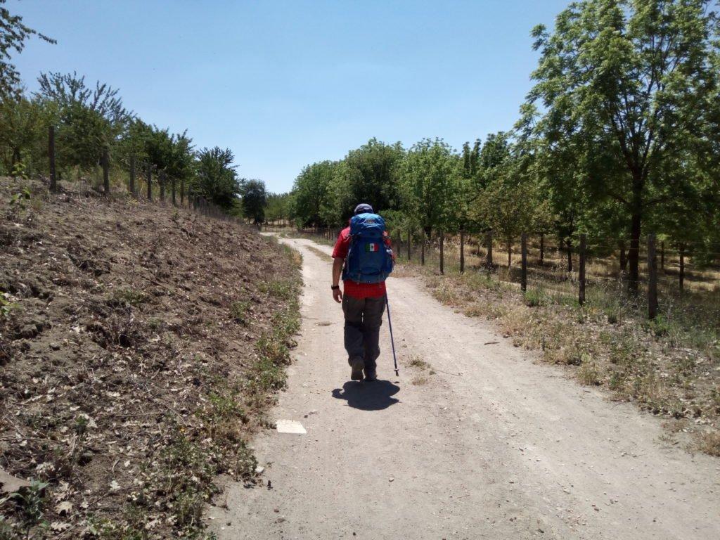 Enrique caminando, muy cerca de Campagnano