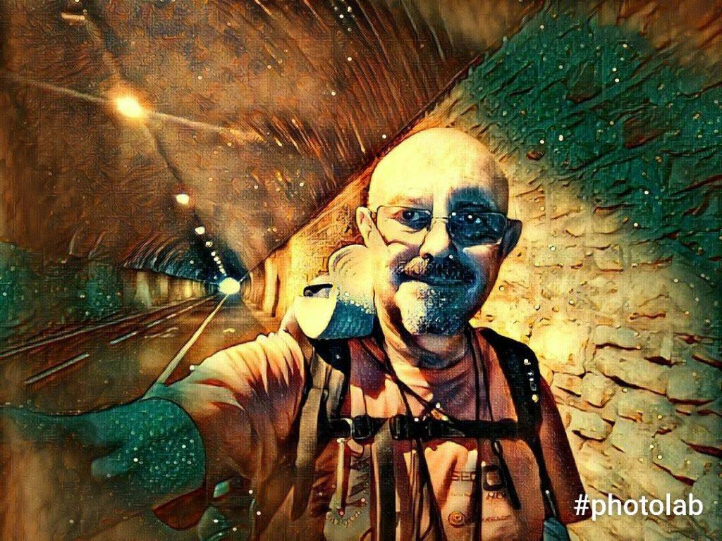 Selfie con efectos en un túnel ciclabile