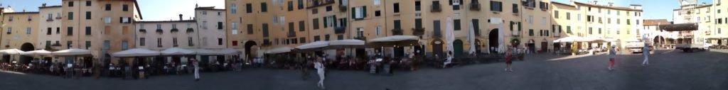Panorámica de plaza en Luca