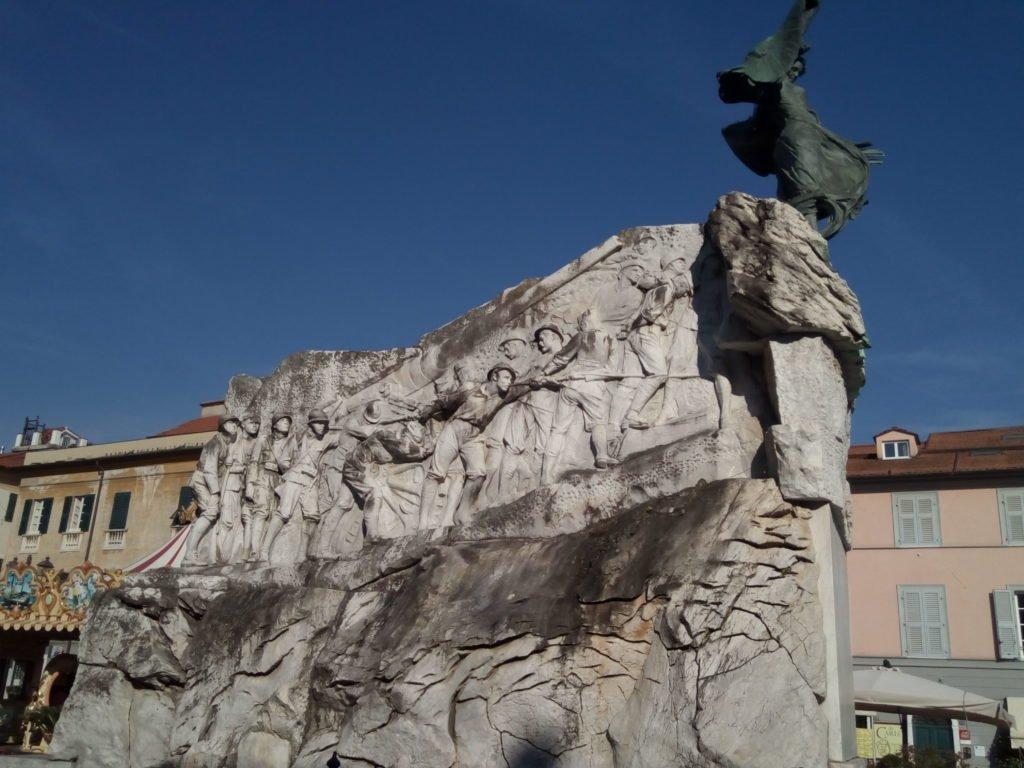 Monumento a los caídos. Sarzana