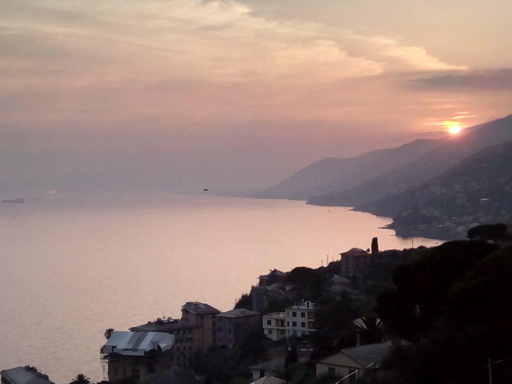 Puesta del sol desde el albergue de Camogli