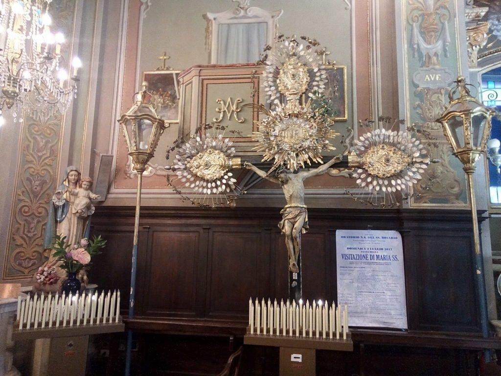 Tipica decoración de las cruces de Loano