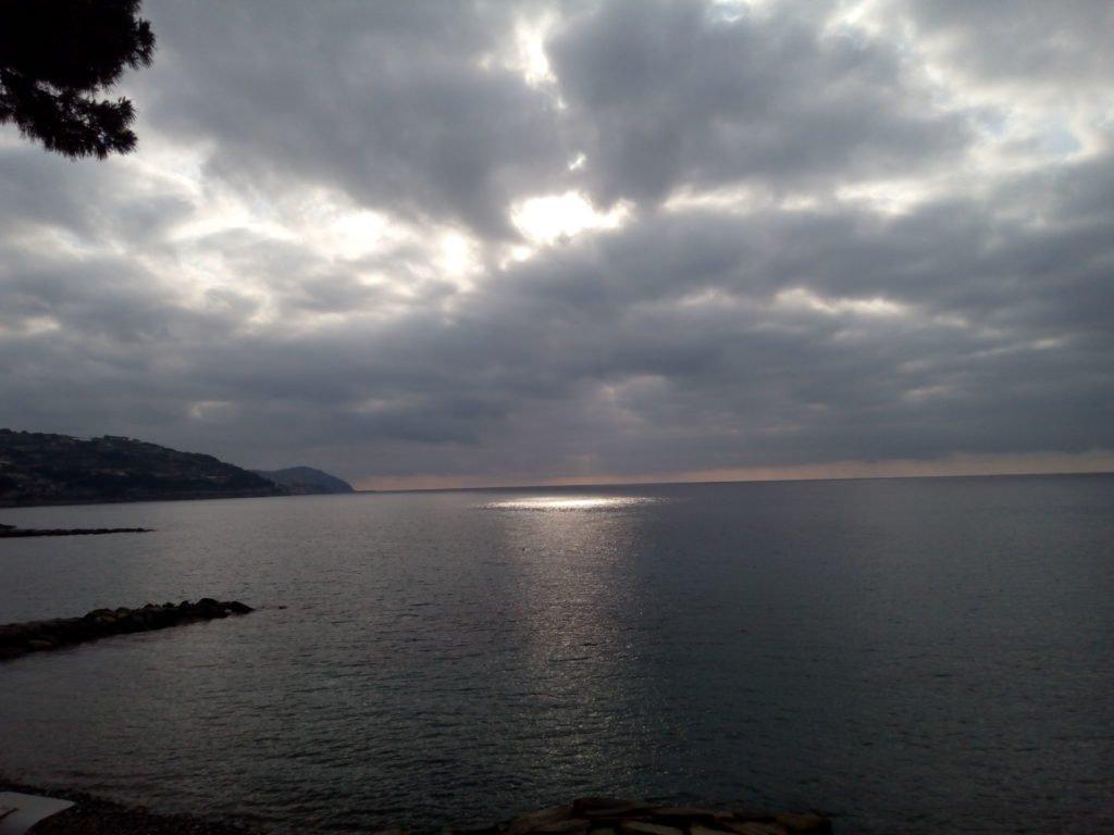 Mancha de luz en el Mediterraneo