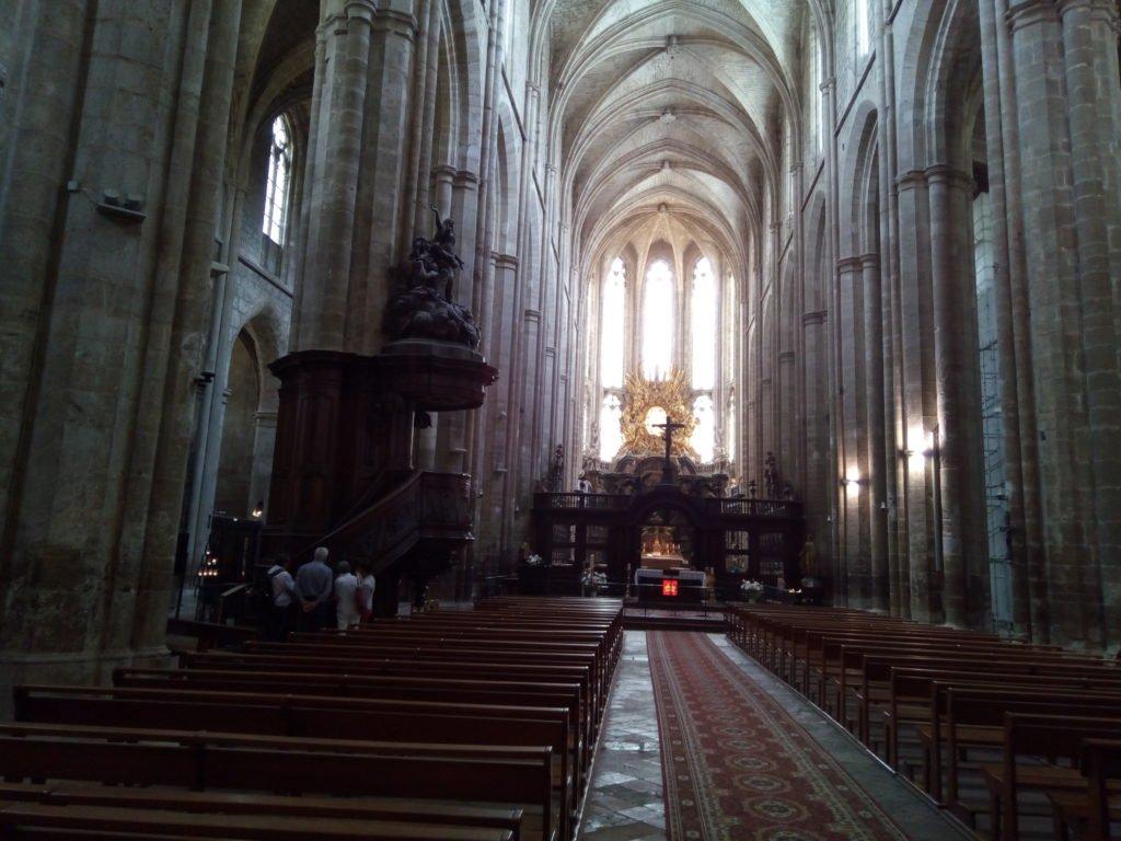 Interior de la Iglesia de Santa María Magdalena, en Saint Maximin la Sainte Baume