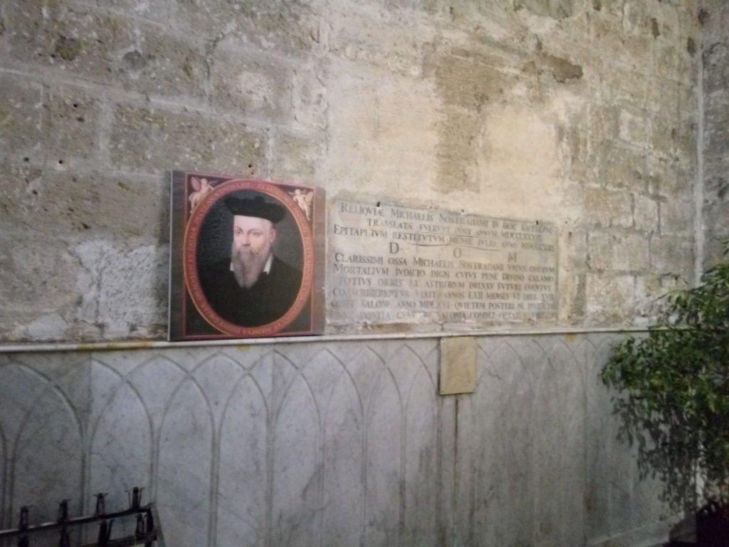 Interior de San Lorenzo, donde está enterrado Nostradamus. Salon de Provence