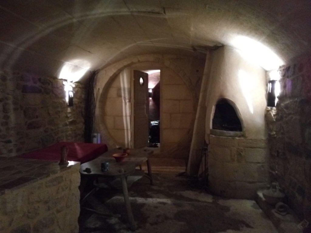 La antecámara de la cripta. L'Auberguine Rouge, Arles