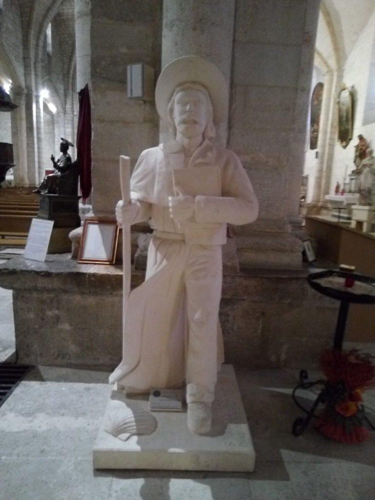 Una imagen de peregrino en la iglesia de Saint Gilles