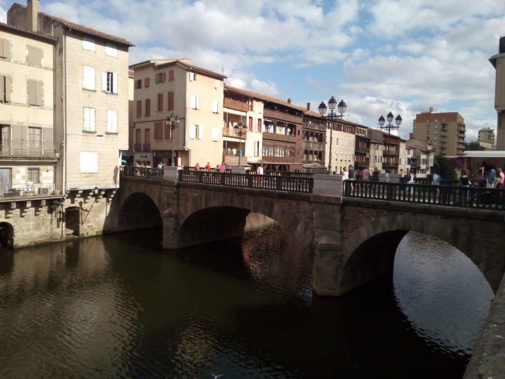 Puente sobre el Río Agout en Castres