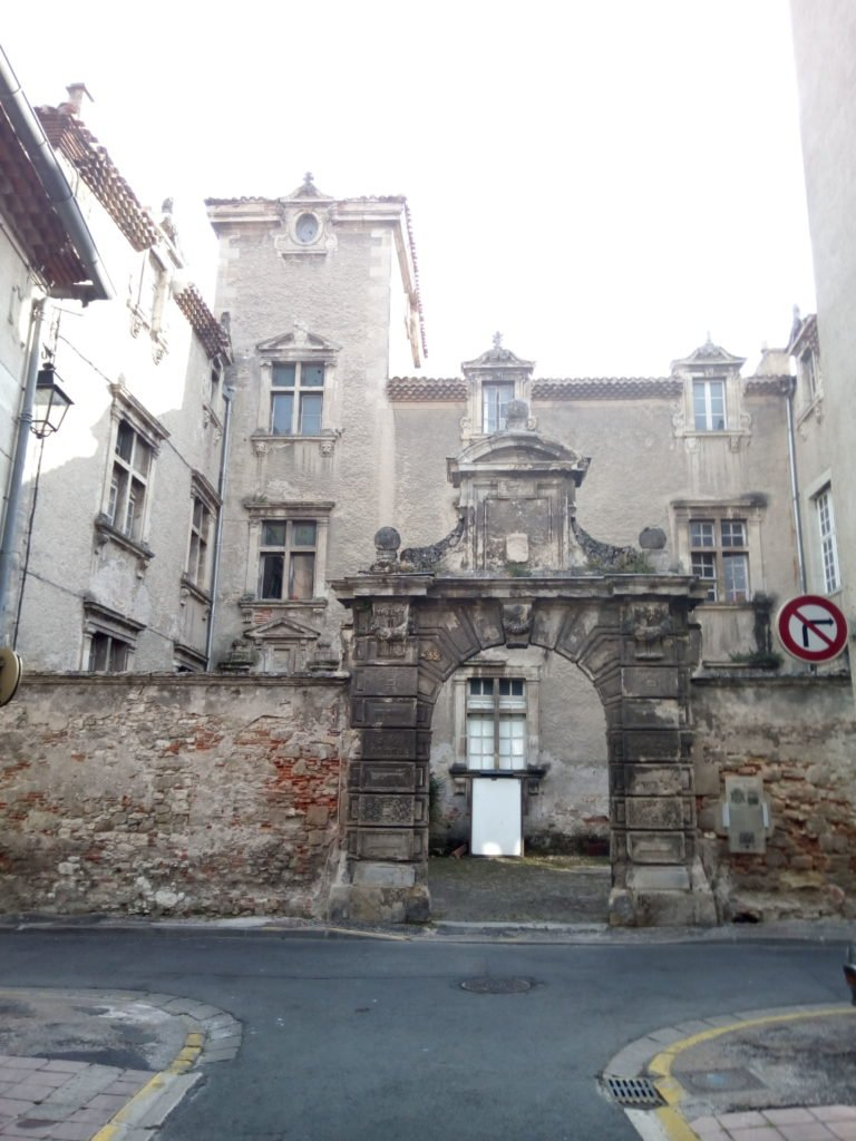 Una puerta muy chula en algún lugar de Castres