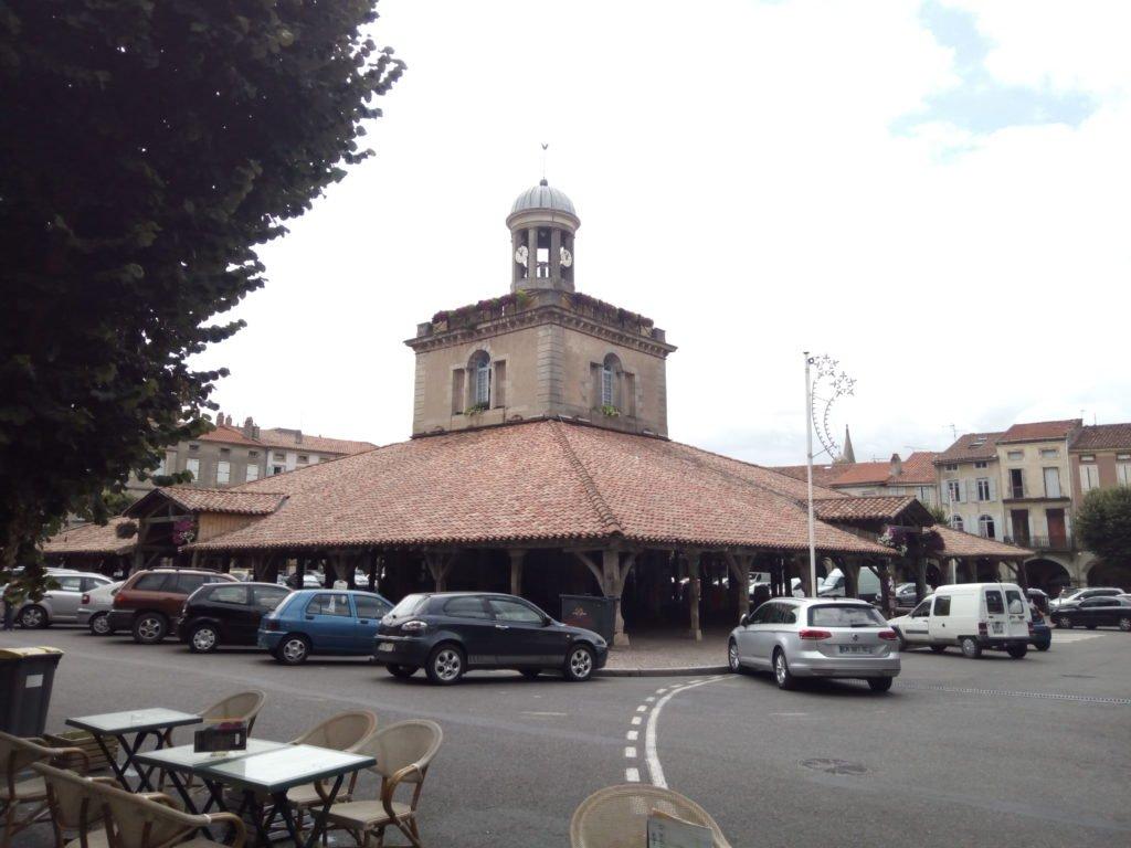 Centro de información turística, en la plaza central de Revel