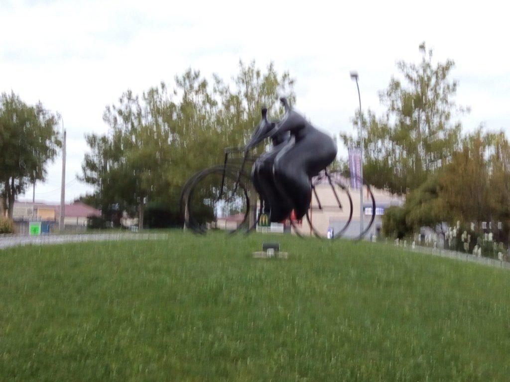 Rotonda a la salida de Revel