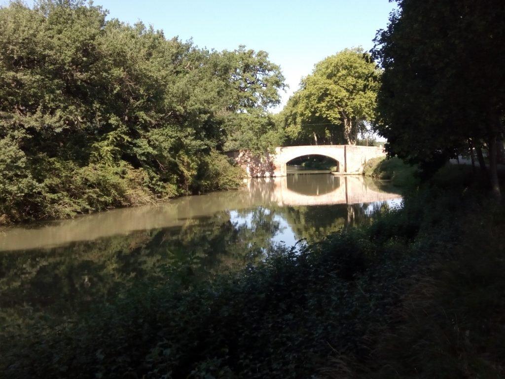 Un puente sobre el Canal de Midi