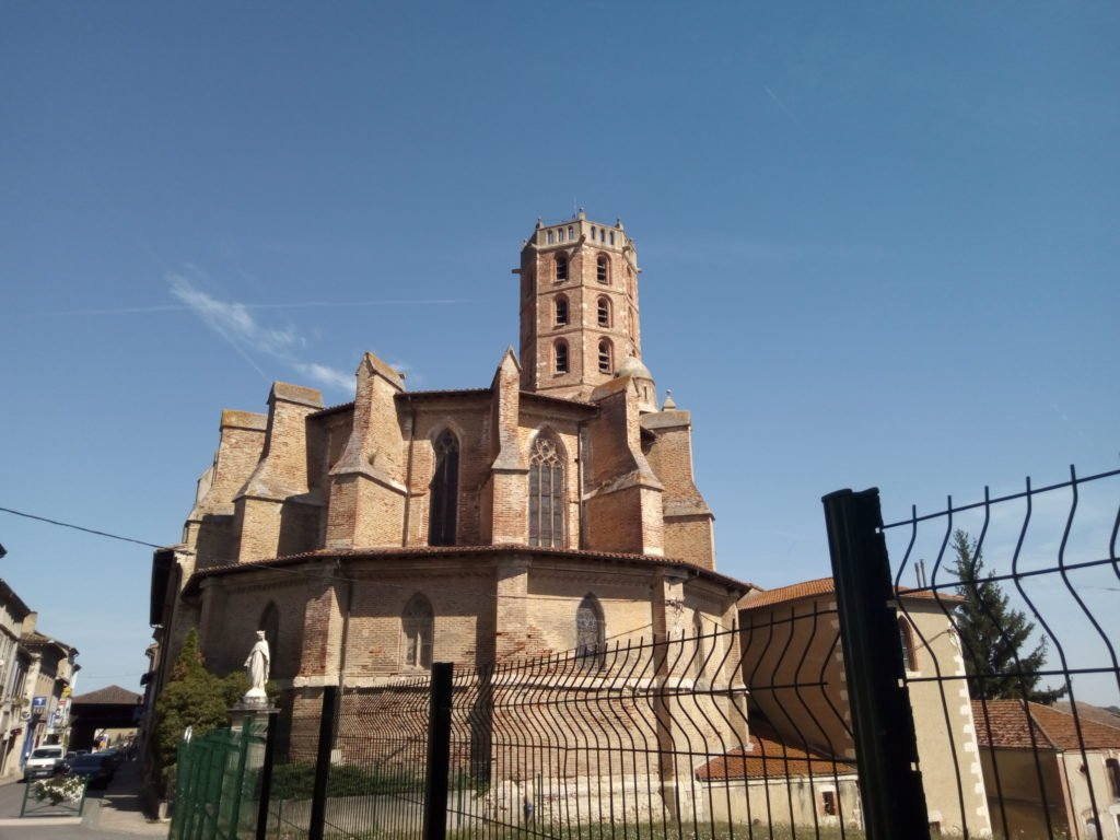 Exterior de la Iglesia de Gimont