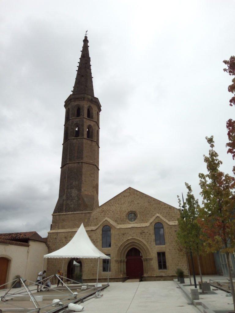 La torre campanario de planta octogonal del antiguo convento agustino. Marciac