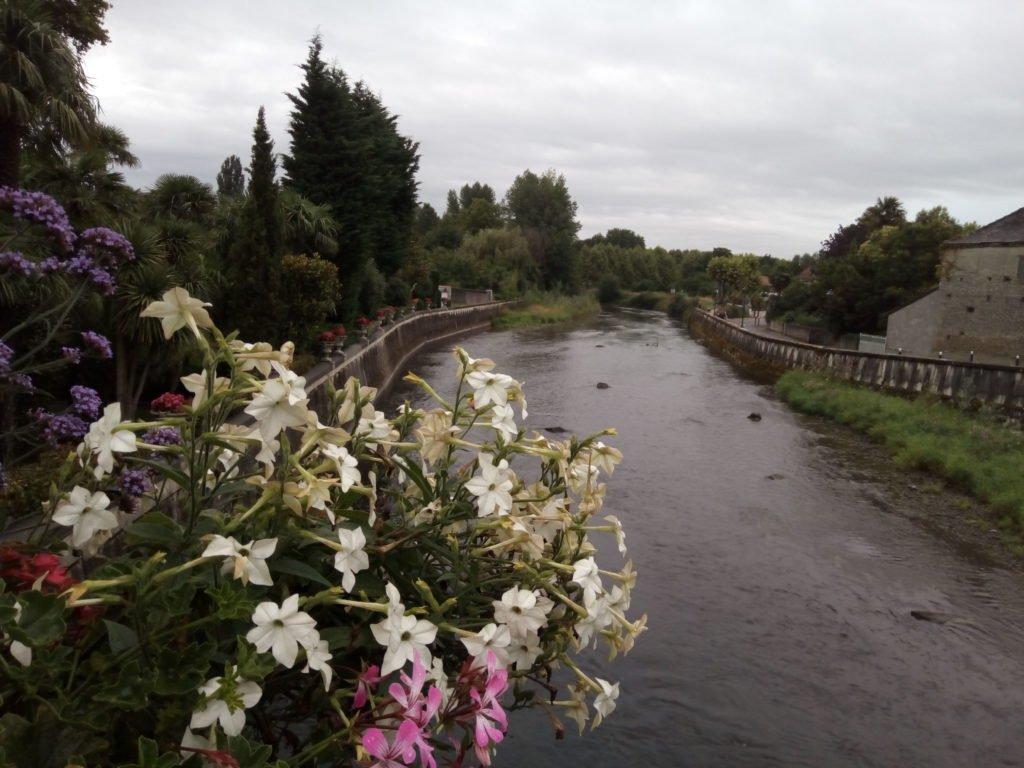 El río L'Echez o el río L'Adour, uno de los dos