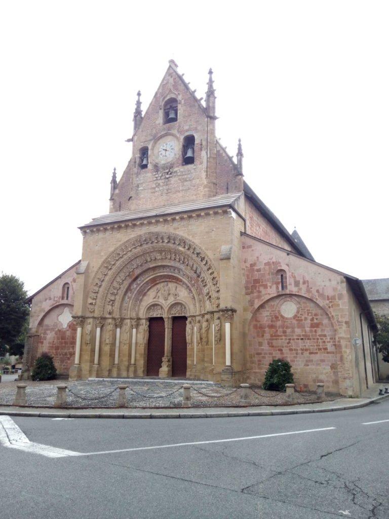 Paroisse Sainte Foy in Béarn, bonita portada románica. Morlaas.